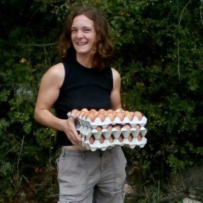Cécile Charrier, éleveuse de poules pondeuses et poulets de chair