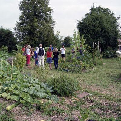 La visite du jardin.JPG